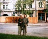 zvi,wife judit, 1987 front of house, rynek 29